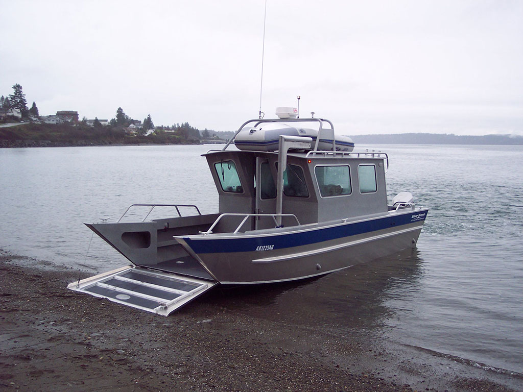 26 39 san juan landing craft cabin aluminum boat by silver for Aluminum boat with cabin for sale