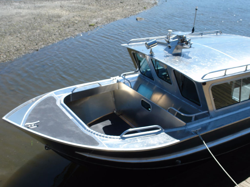 27 39 nitinat aluminum cabin boat by silver streak boats for Best small cabin boats