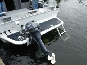 Transom-platform-(full-width)-with-integrated-auxiliary-mount